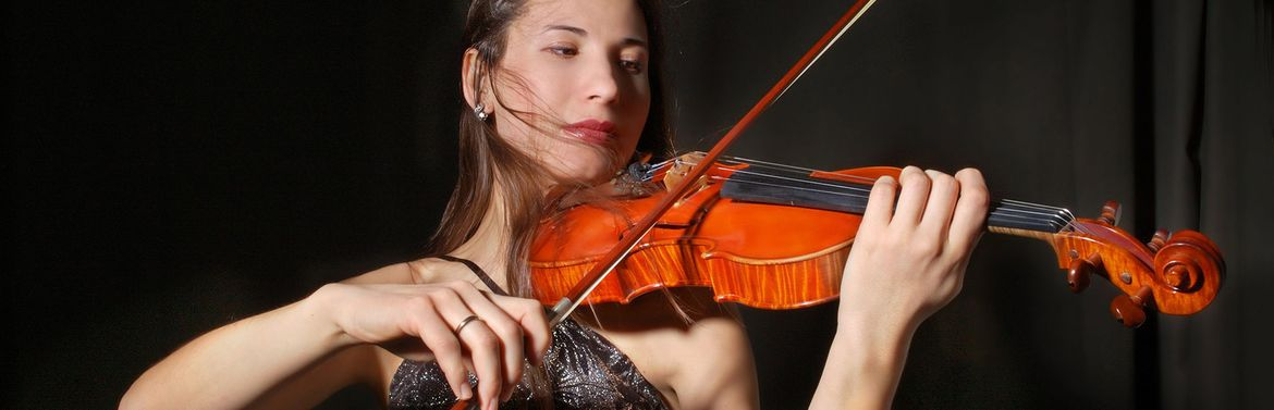 woman playing violin